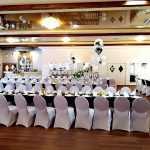 czarne obrusy na przyjęciu weselnym